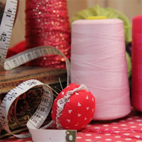 Cours de couture à la SLVie de Royan